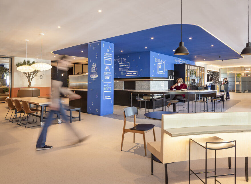 The B&B Hotel in Getafe Inaugurates Its New Lobby by CuldeSac Custom