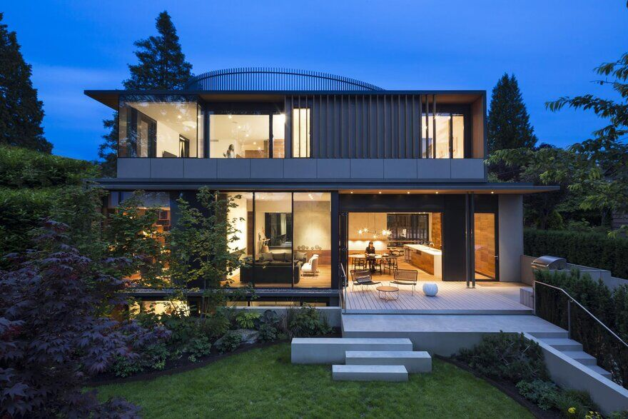 Point Grey Residence in Vancouver / BattersbyHowat Architects