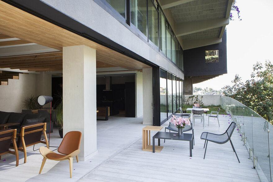 Paseo de las Lilas House / Taller David Dana