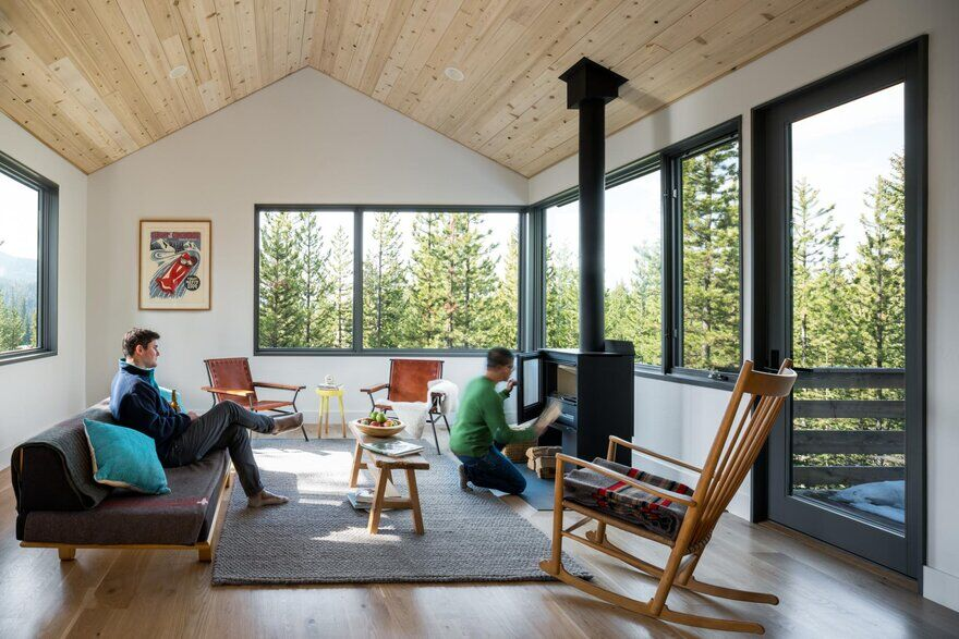 Ulery Lake Cabin Near Yellowstone National Park / Lake Flato Architects