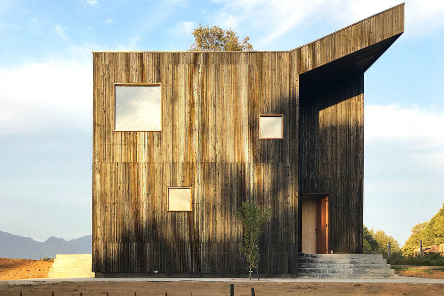 Casa Hualle / Ampuero Yutronic