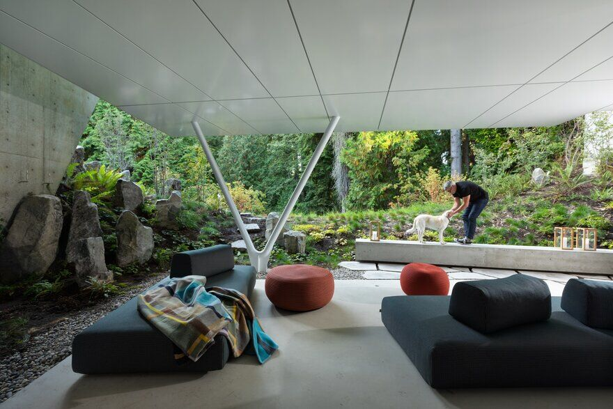 Edgemont House is a Secluded Escape in North Vancouver
