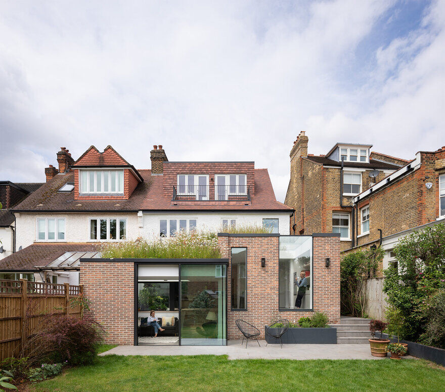 London Courtyard House Fully Refurbished by Fraher and Findlay
