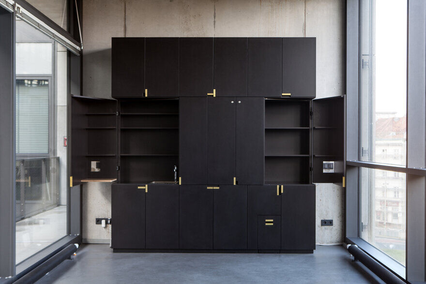 Office in Black Box Office / ALLENKAUFMANN