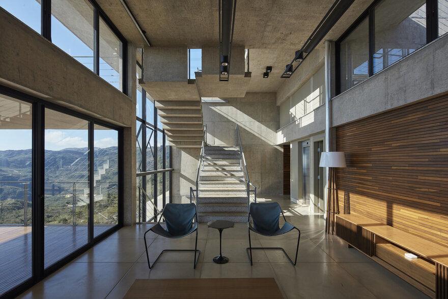 concrete house, Brazil / João Diniz Arquitetura