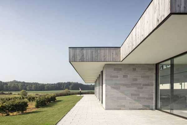Mount Brydges House by Chris Collaris Architects in Southwestern Ontario