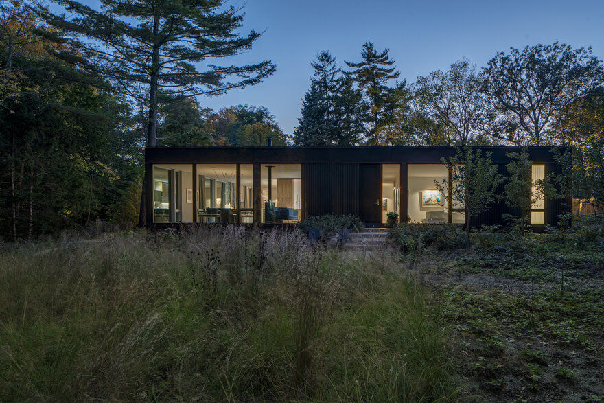 Ravine House Designed by Wheeler Kearns for Nature Lovers in Illinois