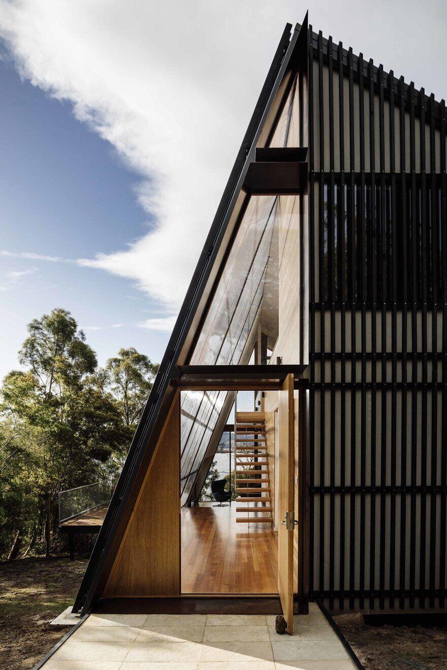 Apollo Bay House on Tasmania's Idyllic Bruny Island