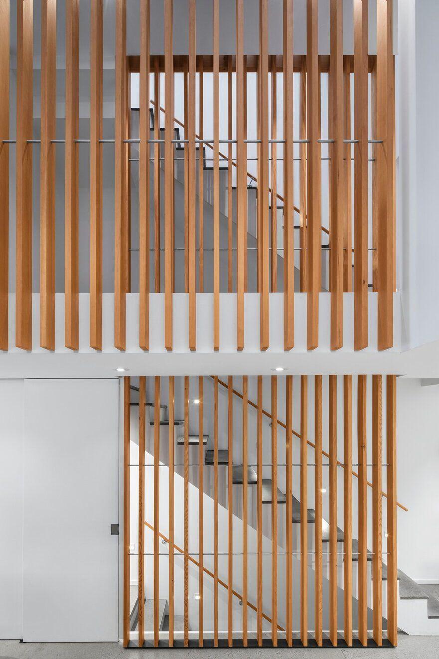 staircase, Montréal, Canada / RobitailleCurtis