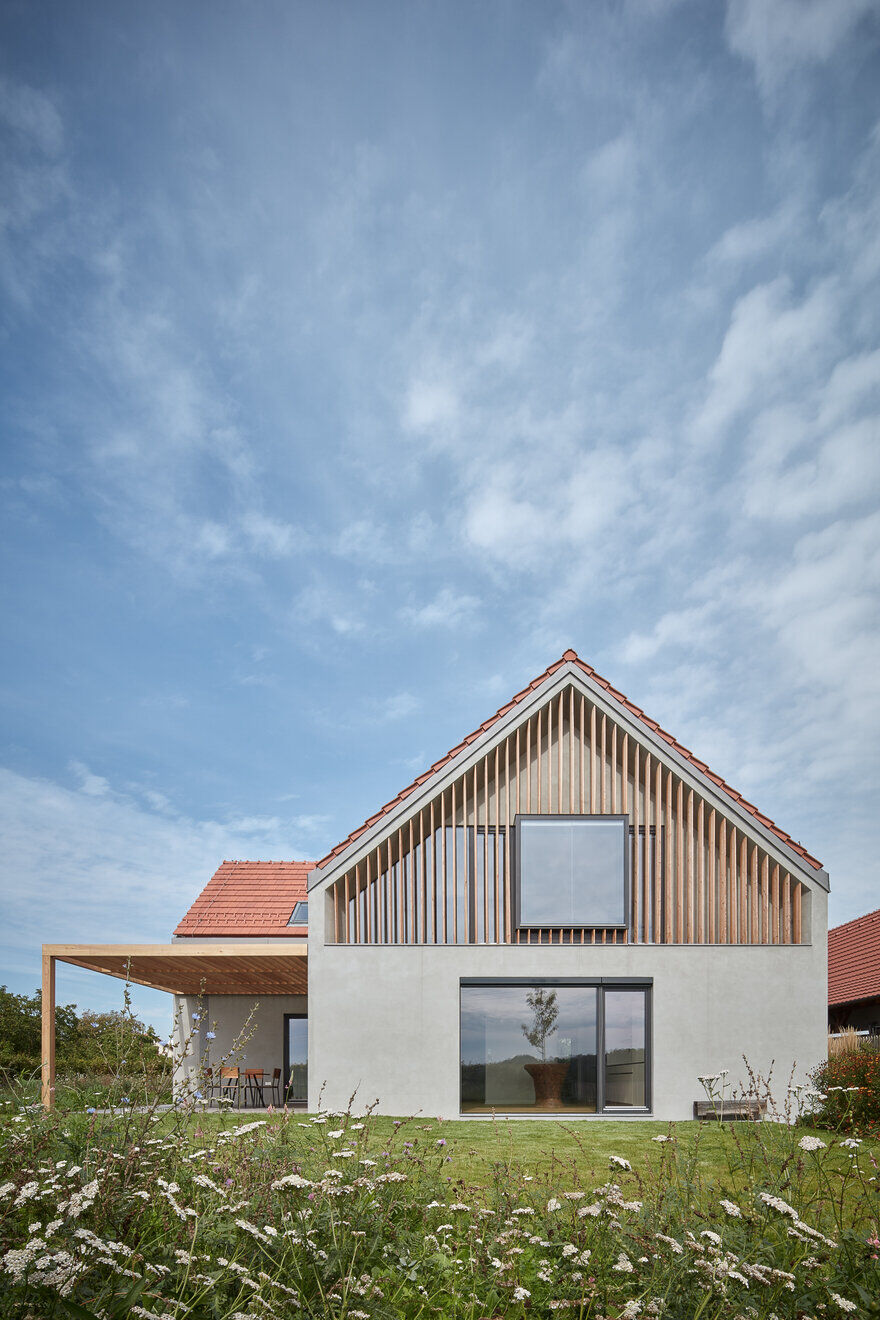 Hrusice House: Reconstruction of an Rural Residence by Atelier SAD