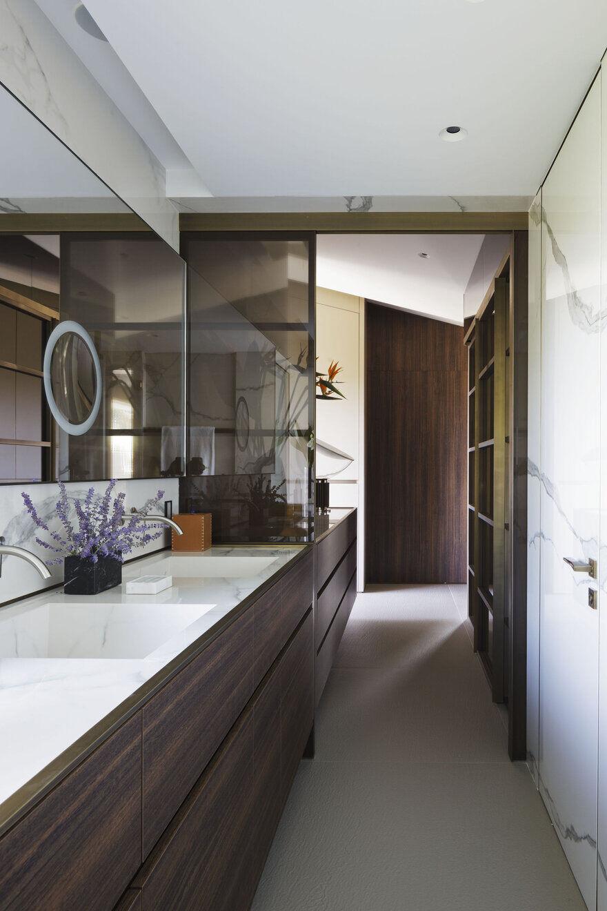 bathroom by Mario Mazzer Architects