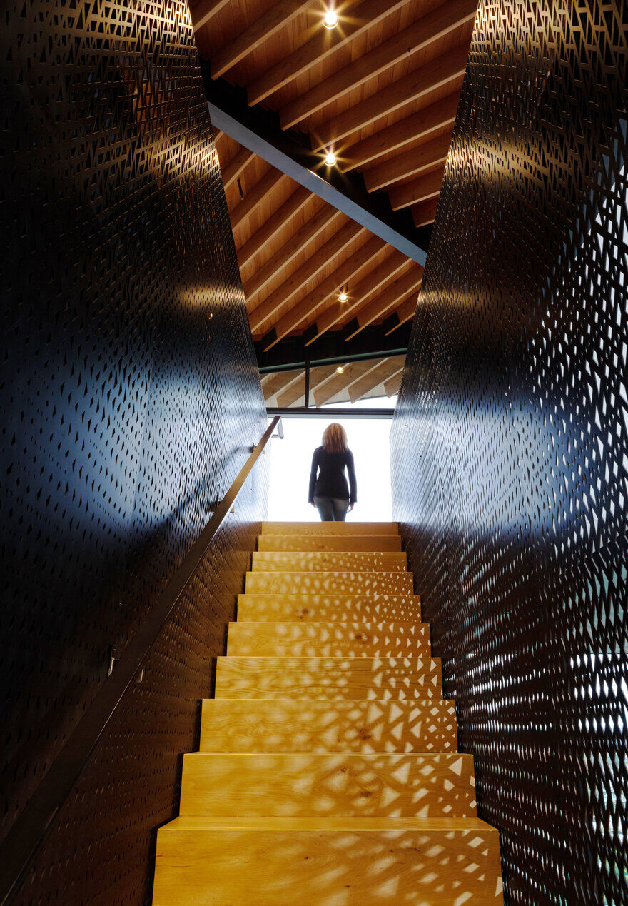 staircase / Clive Wilkinson Architects