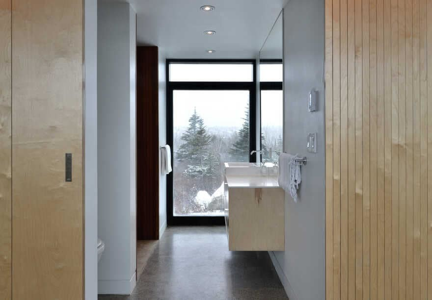 bathroom, Nova Scotia / Peter Braithwaite