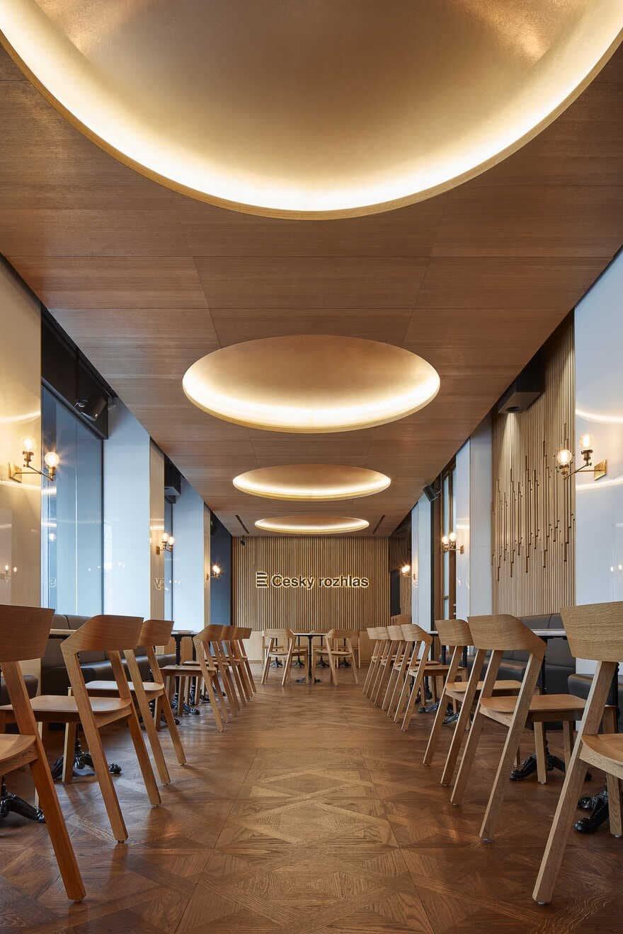 Radiocafé Vinohradská 12 by CMC Architects