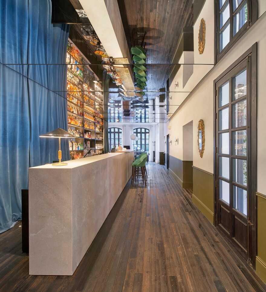 bar, Spain / OHLAB