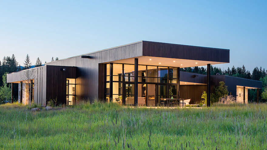 Confluence House Conceived as a Getaway for Family and Friends