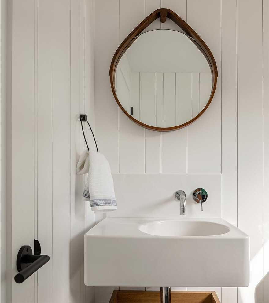 bathroom / Whitten Architects