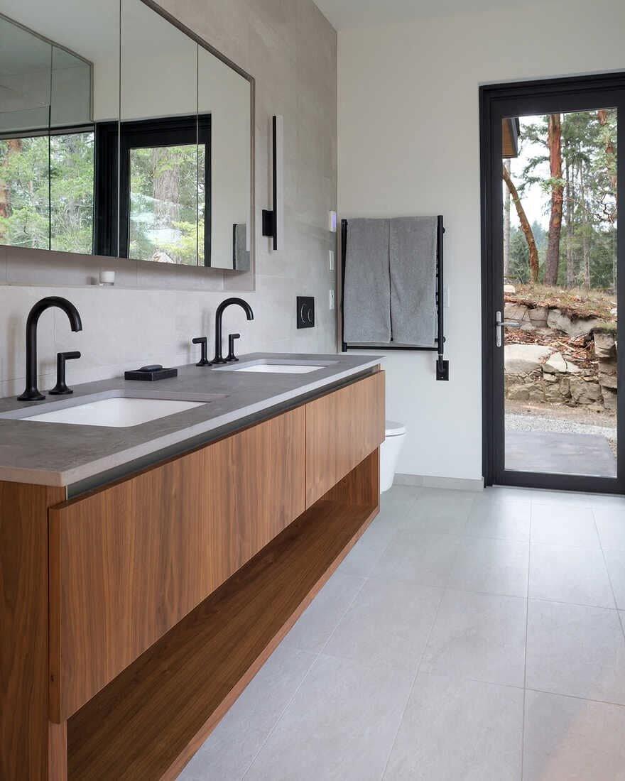bathroom / Julian Carnrite Architect