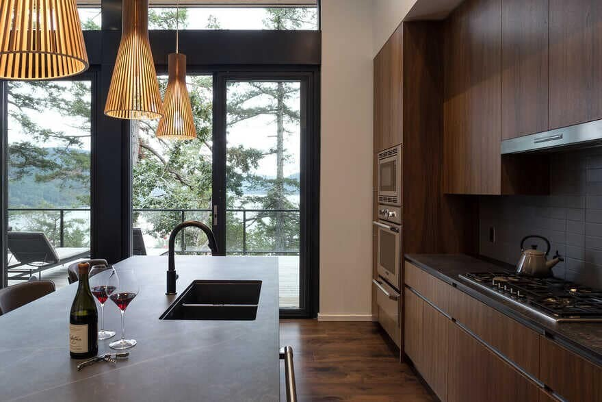 kitchen / Julian Carnrite Architect
