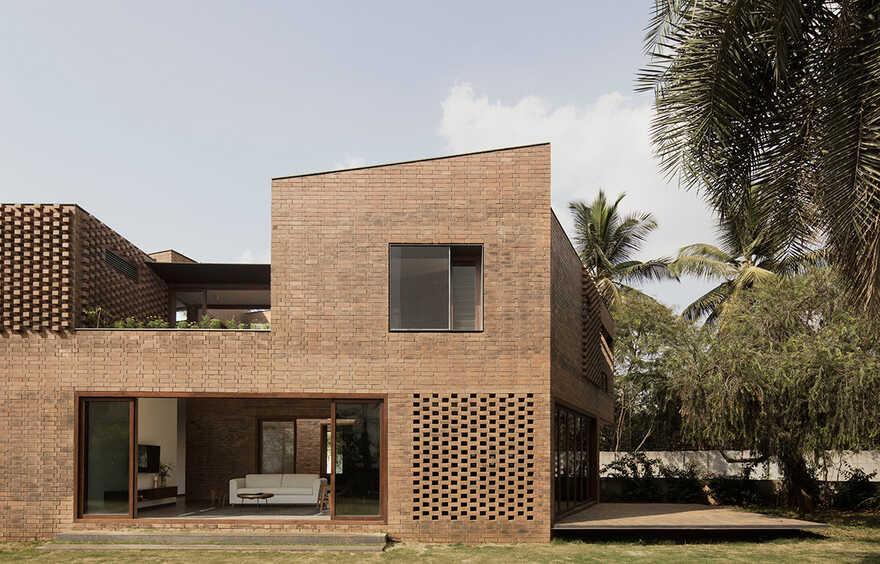 Bangalore Brick House / Collective Project