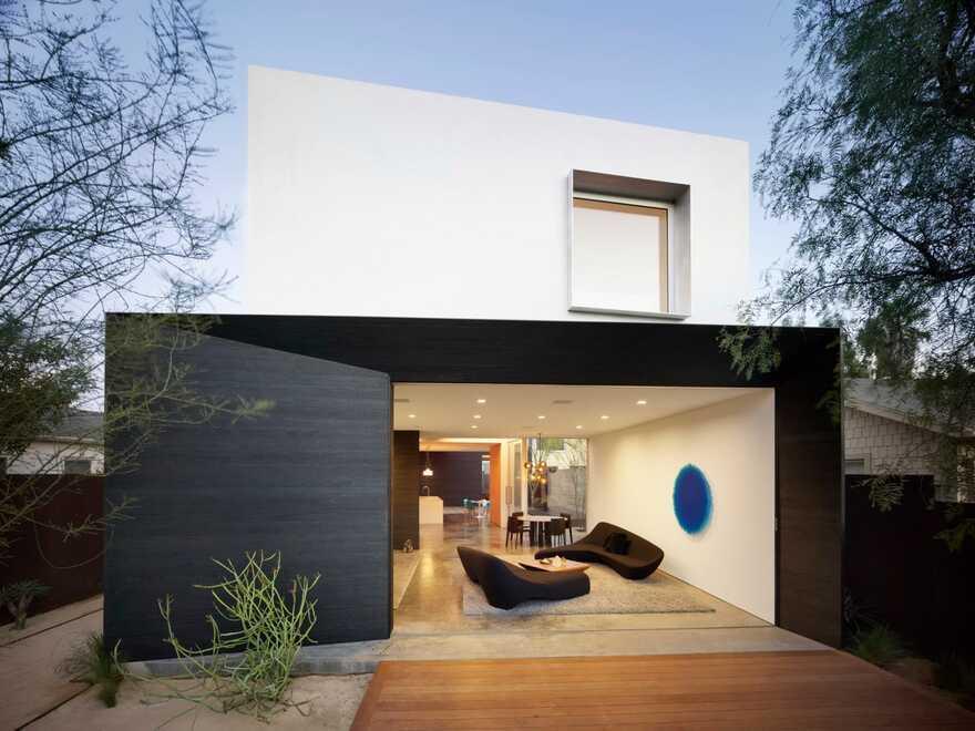 Spectral Bridge House / EYRC Architects