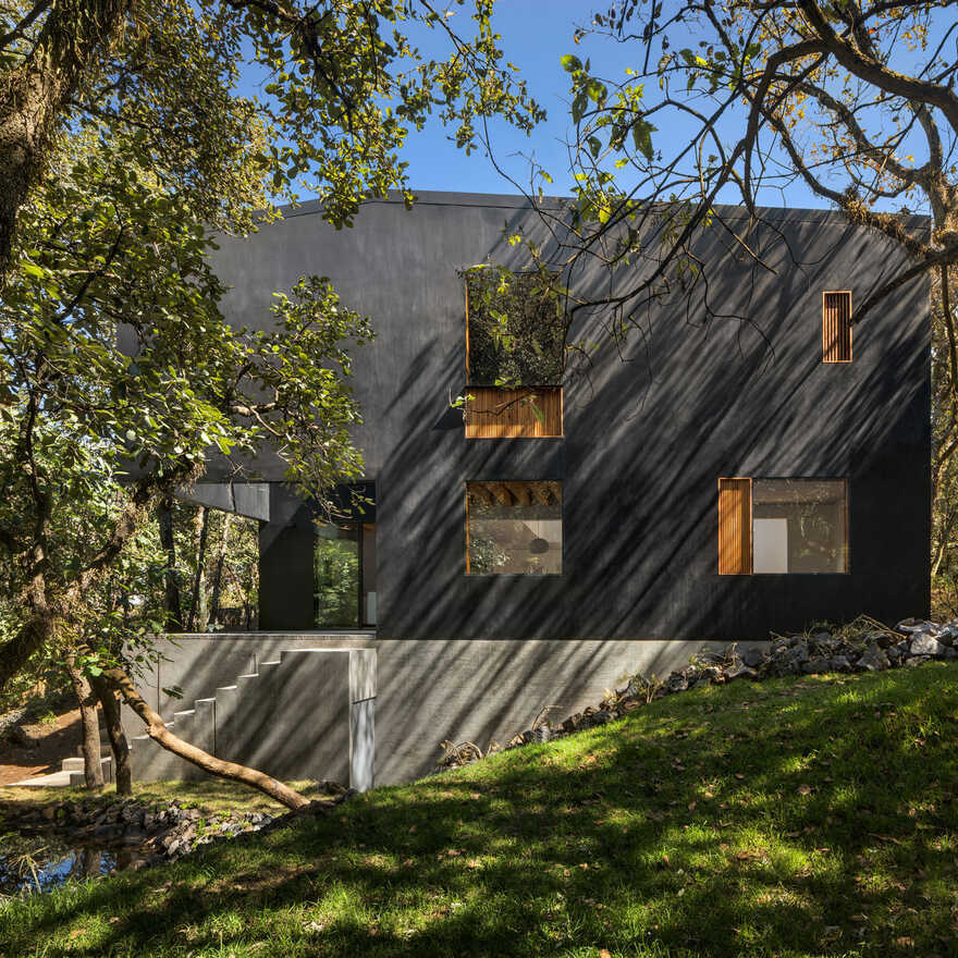 Tlalpuente House Nestled in a Forest in Southern Mexico City