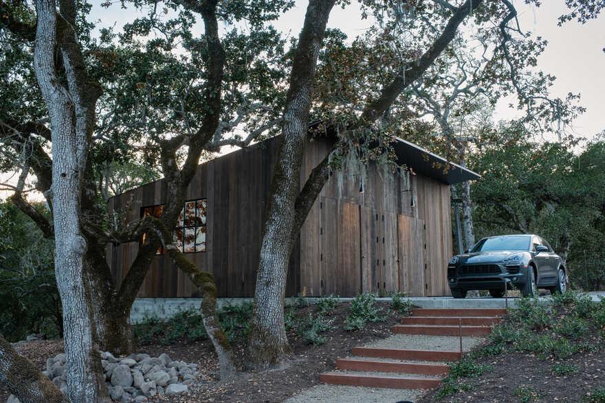 Big Barn - A Retreat from Urban Lifestyle