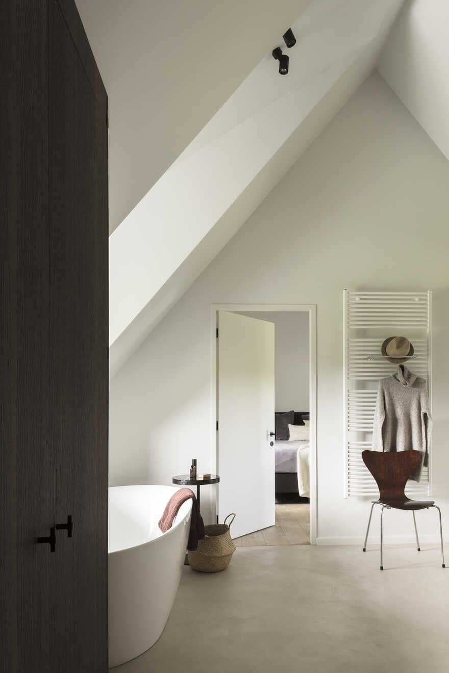 bathroom and bedroom by JUMA Architects