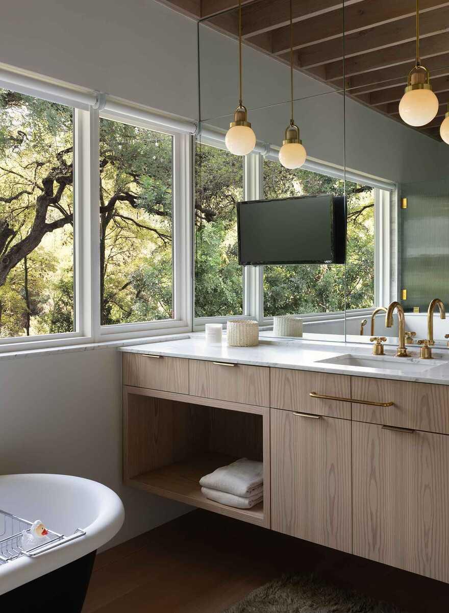 bathroom, Texas / Tim Cuppett Architects