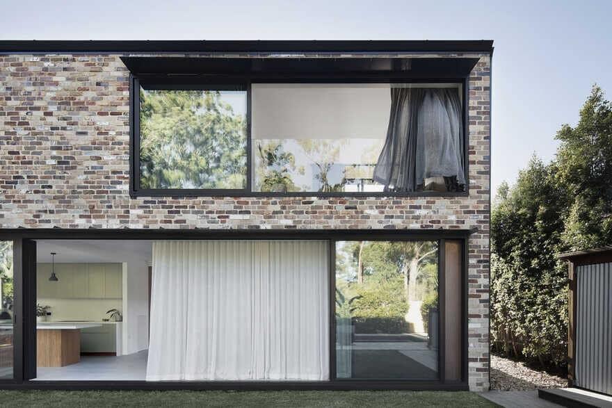 Brick Courtyard House / Youssofzay + Hart