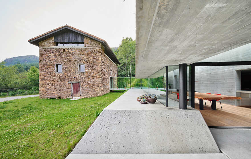 Landaburu Borda House / Jordi Hidalgo Tané Arquitectura