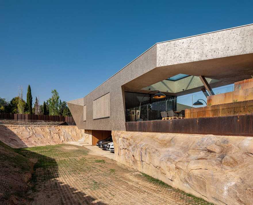 MXM Aragón Passive House - Unique, Avant-garde and Modern