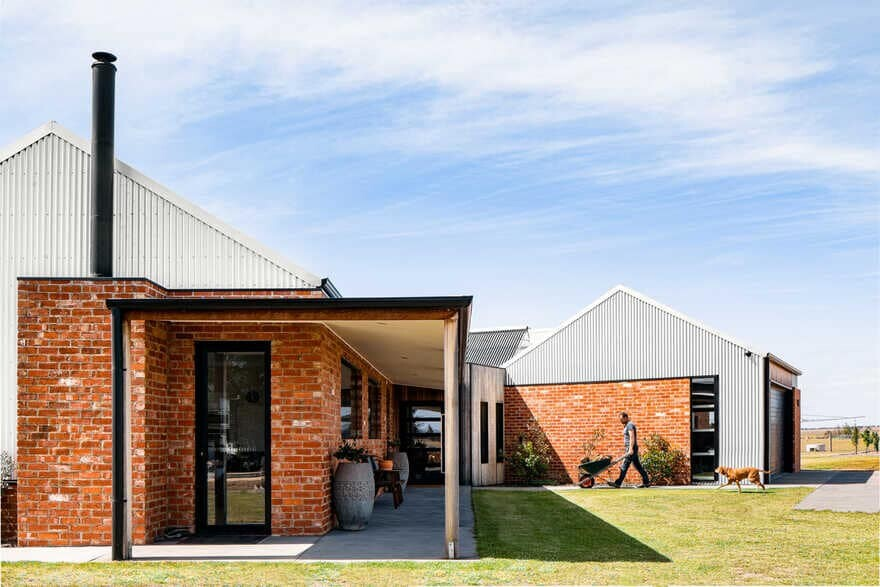 Ramsar Fields House / John McAuley Architecture