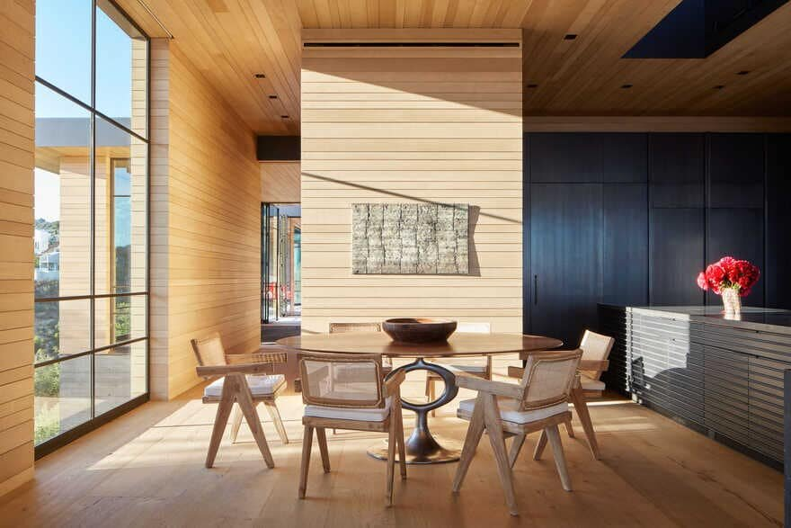 Organic Materials Layered in the Mountains / Abramson Architects