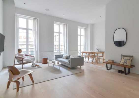 Minimal Modern Flatiron Apartment – Neutral Tones and Warm Woods