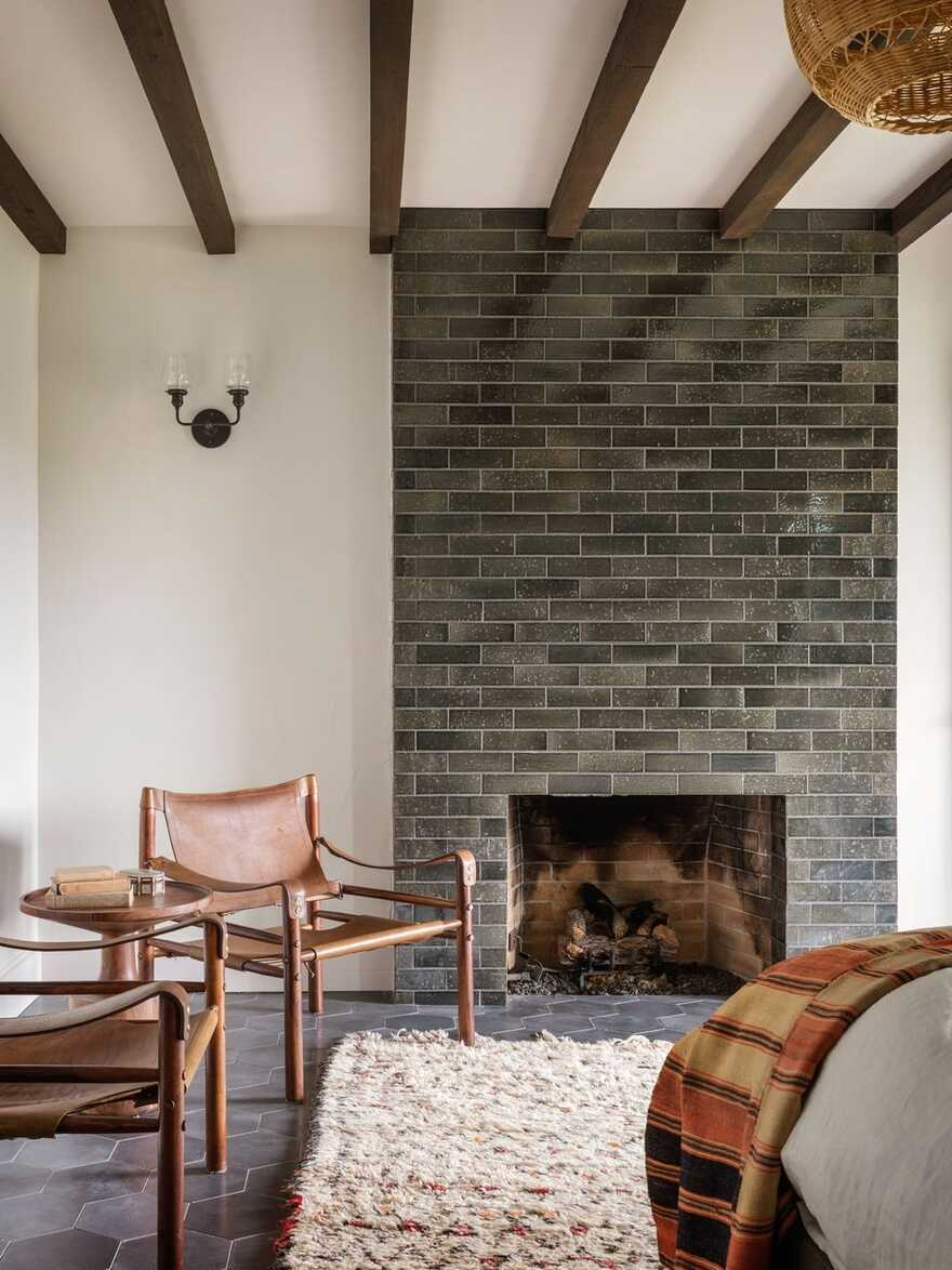 bedroom, fireplace / Jessica Helgerson Interior Design