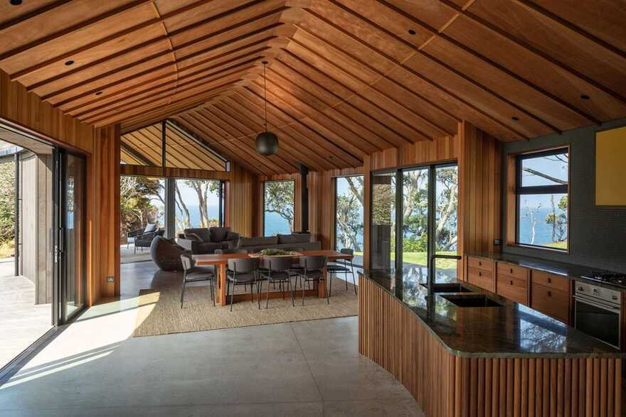 Matapouri Road House / Belinda George Architects