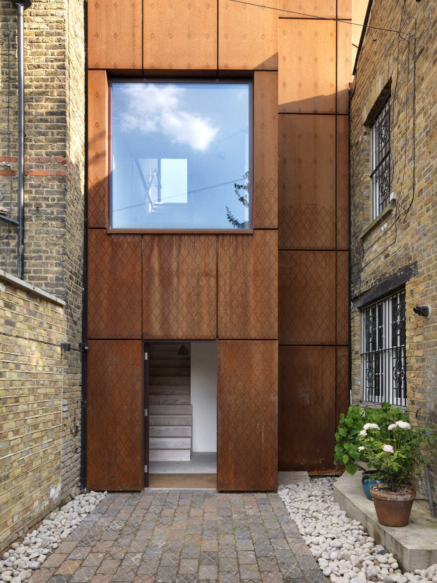 A New Family Home on an Infill Site in East London