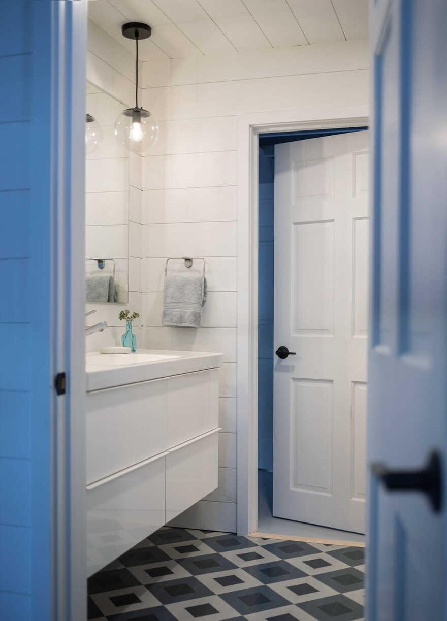 bathroom / Caleb Johnson Studio