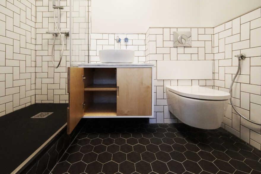 bathroom, Lisbon / Spacelovers