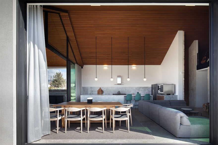 Tina's Barn House, Cyprus / VARDAstudio