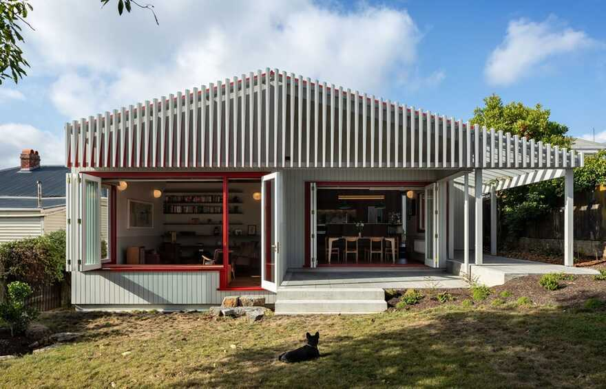 Split Villa, a Renovated Family-House in Auckland by Pac Studio