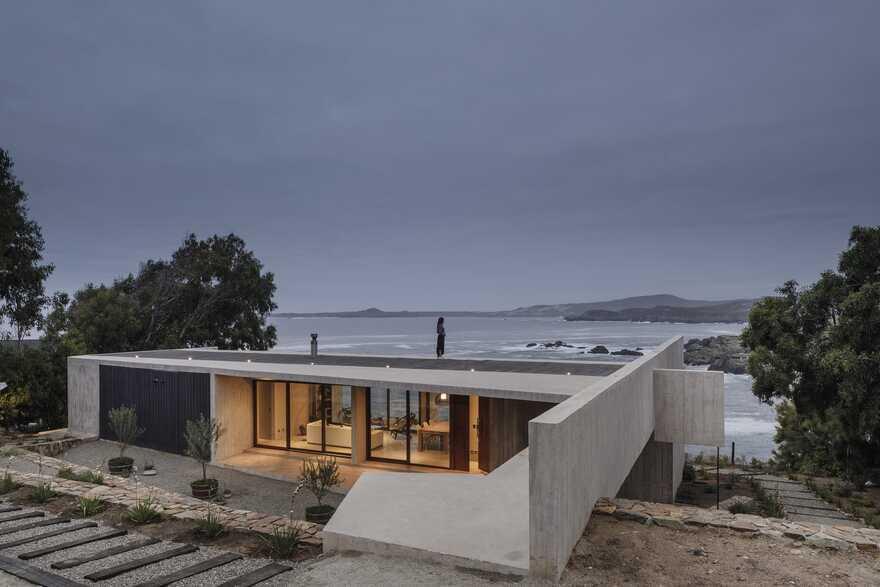Cipolla House by Felipe Assadi Arquitectos