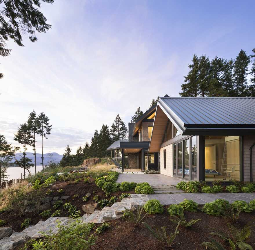 Collingwood Residence on Bowen Island's West Coast / Frits de Vries Architects