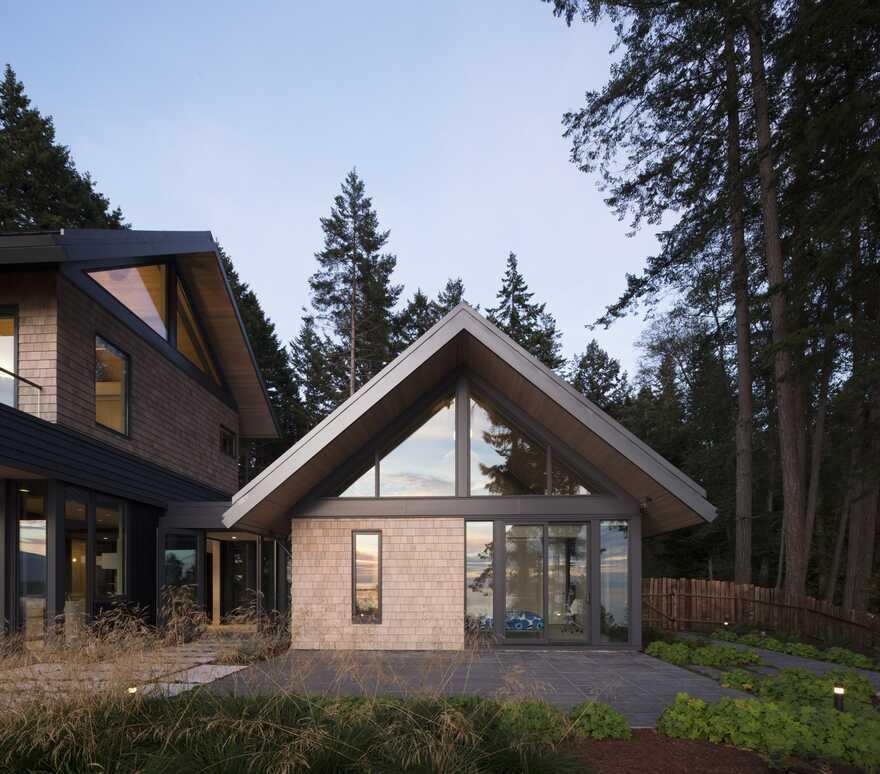 guest house, Bowen Island's West Coast / Frits de Vries Architects