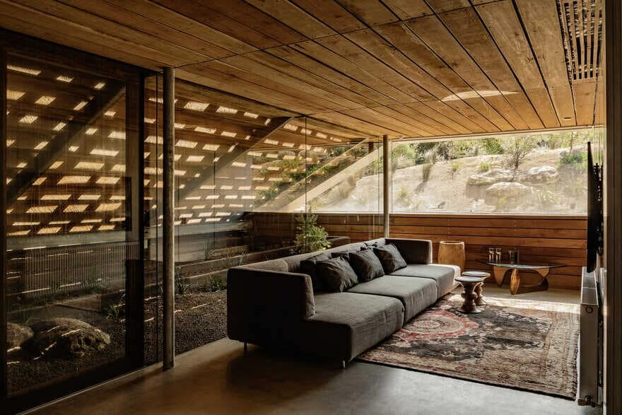 St. Andrews Beach Villa / Woods Bagot