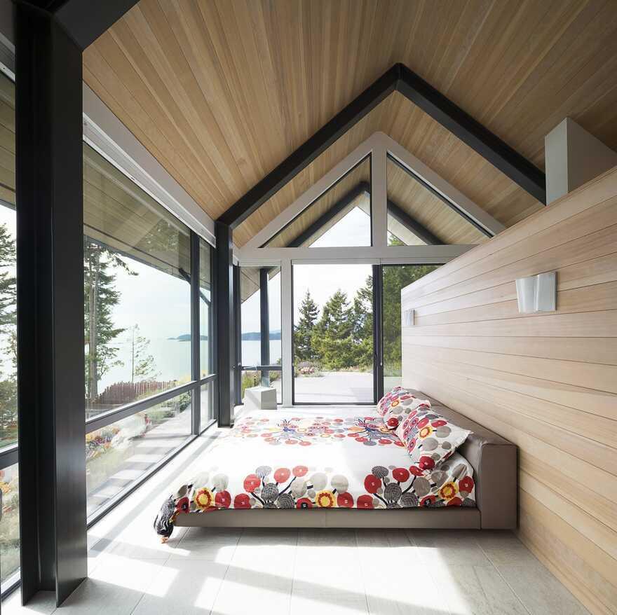 bedroom, Bowen Island's West Coast / Frits de Vries Architects