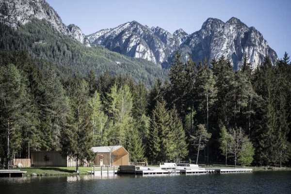 Lake House Völs in South Tyrol: On to New Horizons