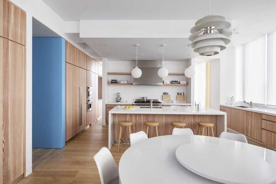 kitchen and dining space / SheltonMindel