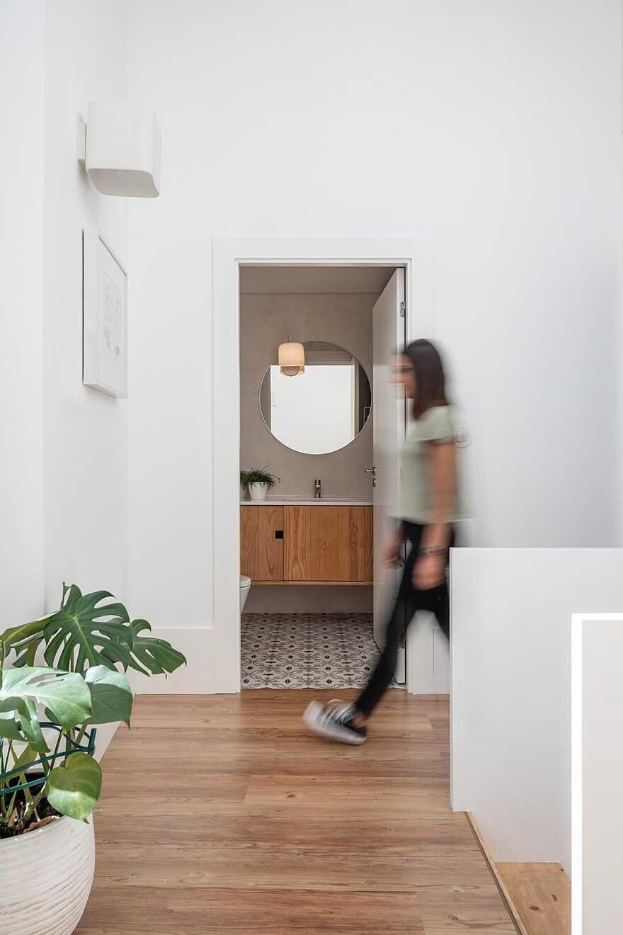bathroom, House in the Historic Center of Leiria, Portugal, Joana Marcelino Studio
